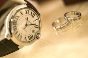 Bild von Ringen und einer Uhr