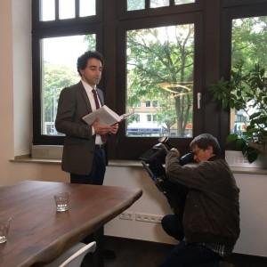 Rechtsanwalt Dr. Ghendler und Kameramann