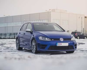 Bild von einem blauen VW