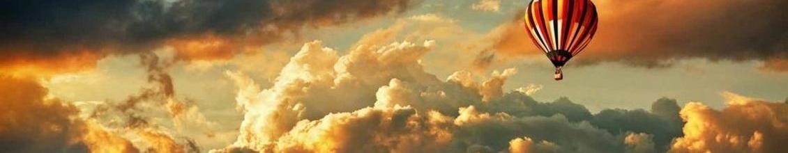 Bild von orange blauem Himmel mit Luftballon