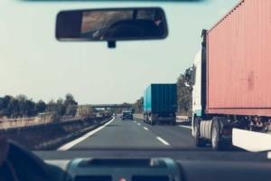 Bild von fahrendem Pkw auf der Autobahn