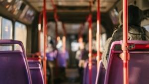 Bild von dem Innenraum eines Linienbusses