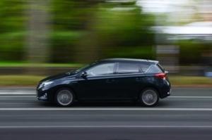 Bild von schnell fahrendem Auto