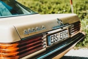 Bild von dem Kennzeichen eines alten Autos