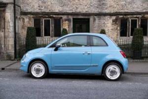 Bild von einem kleinen blauen Auto