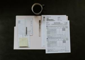Bild von Formular und Kaffee und Briefen