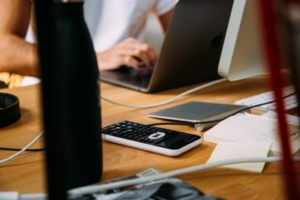 Bild von Taschenrechner, Laptop