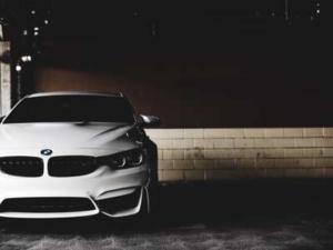 Bild von einem weißen BMW