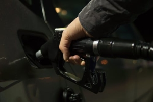 Bild von einem Tankzapfhahn im Tank eines Autos