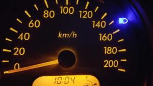 Tachometer mit blauer Kontrollleuchte des Fernlichtes