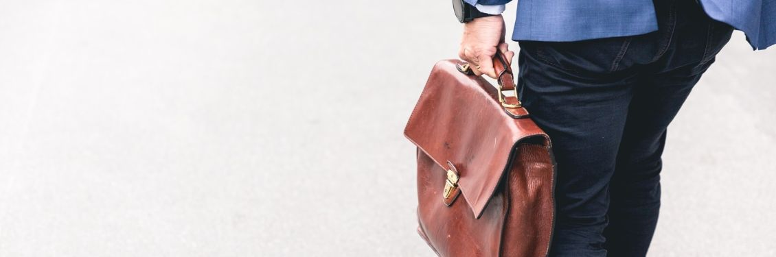 Mann mit Aktentasche