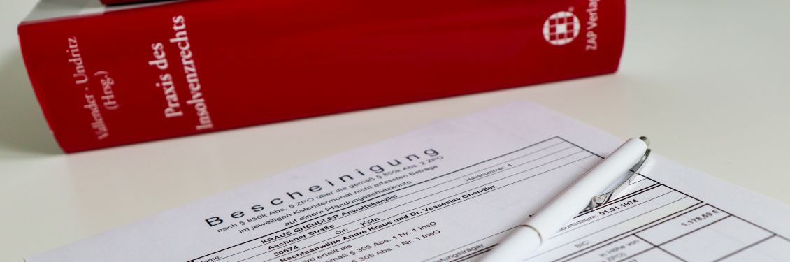 Die P-Konto Bescheinigung und ein Buch des Insolvenzrechts