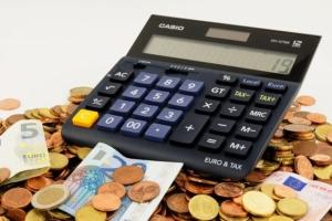 Bild von Geld und Taschenrechner