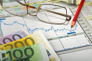Bild von Geld und Unterlagen