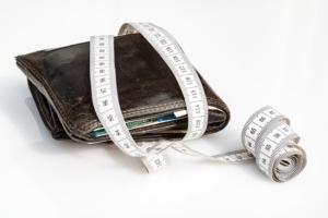 Bild von einer Geldbörse und Maßband