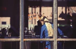 Bild von Mädchen in einem Restaurant