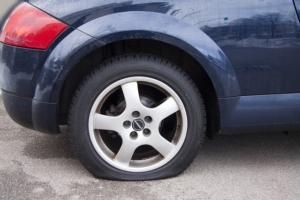 Bild von einem platten Reifen