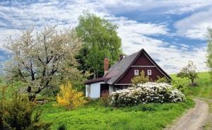 Bild von einem alleinstehenden Haus